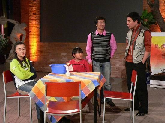 无辜男童被卖到唐人酒吧(11月5日《爱梦电影》)
