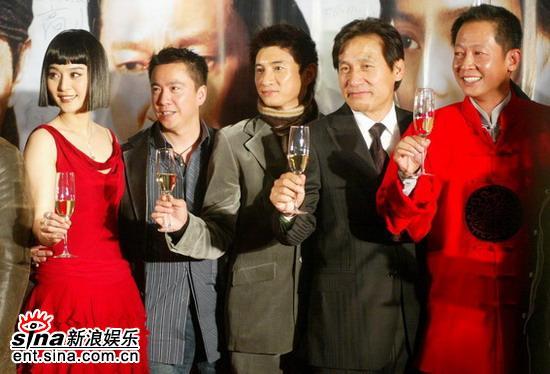 图文:《墨攻》北京首映礼主创嘉宾共举杯
