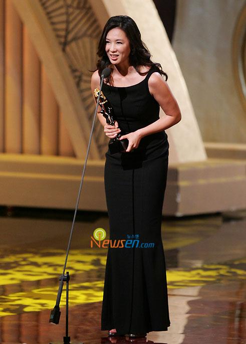 详讯:赵依珍凭《国境的南边》获最佳女新人奖