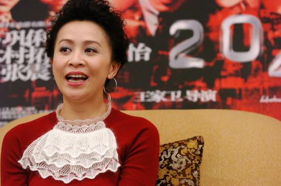 图文:《2046》上海首映 刘嘉玲接受媒体访问(5)图片