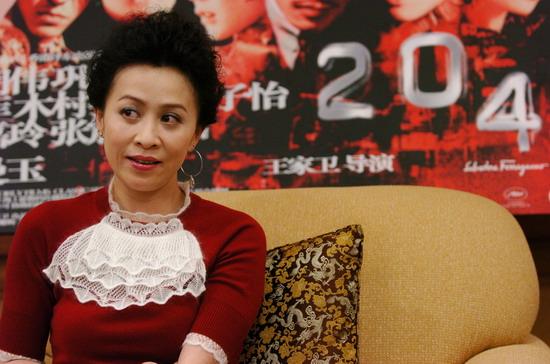 图文:《2046》上海首映 刘嘉玲接受媒体访问(13)图片