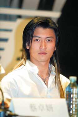 成龙被聘为北大教授《新警察故事》举行首映式