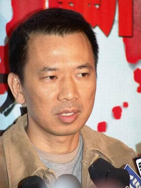 组图:导演梁德森携反恐片《第六计》北京首映