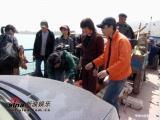 组图:刘德华刘若英黄河拥吻舟车劳顿难享艳福