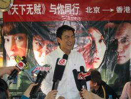 组图:《天下无贼》火车首映无中生有号赴香港