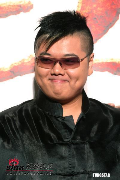 图文:周星驰和《功夫》主要演员亮相台北(4)