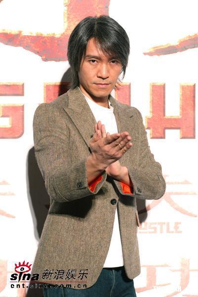 图文:周星驰和《功夫》主要演员亮相台北(7)