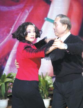 刘晓庆加盟扮怀孕少妇《神兵》投资1000万美金