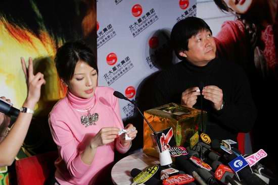 组图:赵薇霍建起为《情人结》网站开通造势