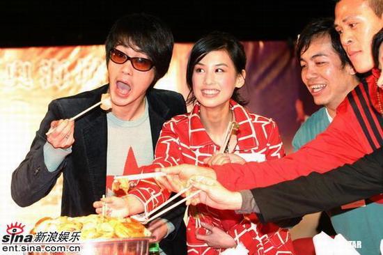 图文:《功夫》大摆群雄宴周星驰黄圣依亮相(2)