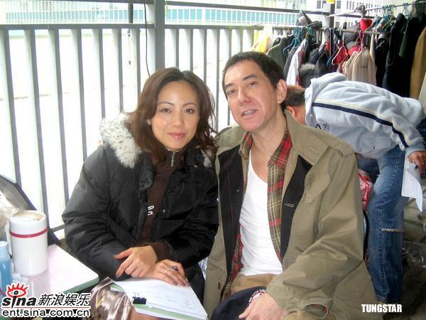 组图:黄秋生上海拍摄《瘦身》与邓萃雯演夫妻