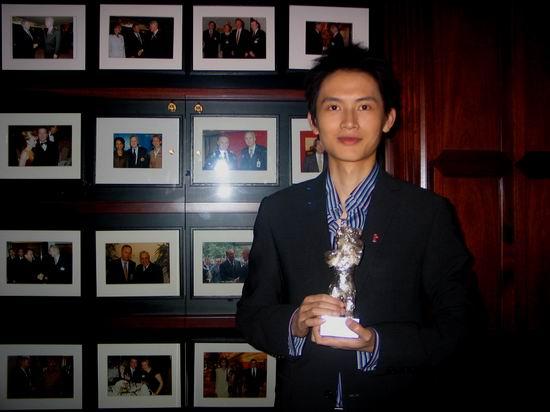 图文:《孔雀》获银熊奖办酒会与友人同庆(13)