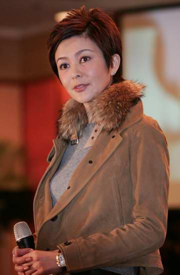 组图:关之琳携新片《做头》亮相北京发布会