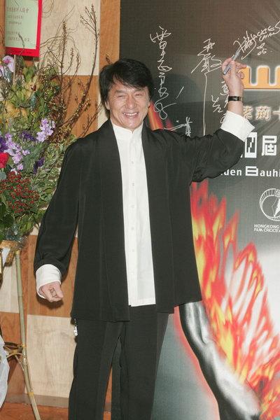 图文:第十届香港金紫荆奖揭晓成龙笑容满面