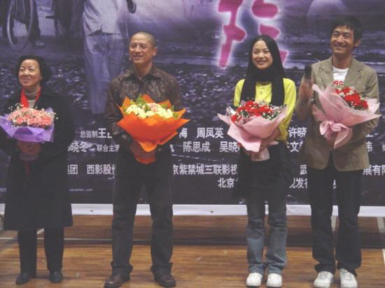 组图:郭晓冬周韵携《桃花灿烂》重游武汉大学