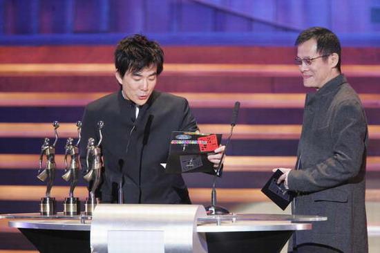 图文:任贤齐罗大佑宣布最佳原创电影音乐