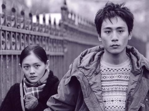 《疑神疑鬼》5月上映刘烨与大S没亲呢戏(图)