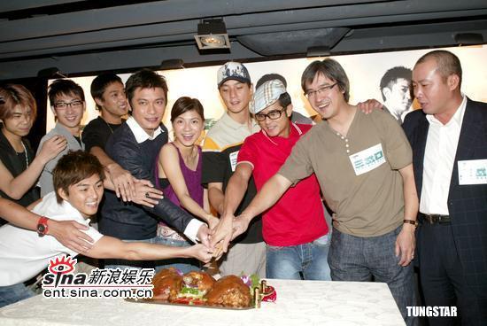 组图:《三岔口》成绩不俗众明星出席庆功宴