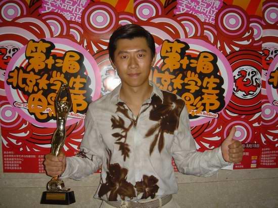 夏雨荣膺最佳男演员凭《独自等待》赢尽喝彩