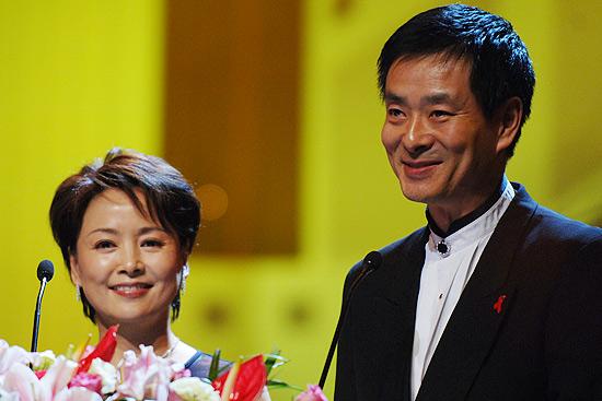 图文:第8届上海国际电影节赵薇获得最佳女演员(3)