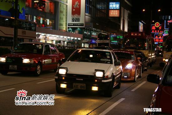 组图:刘伟强香港视察票房驾驶戏中战车入闹市