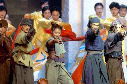 图文:《七剑》全球首映舞蹈演员登台舞剑