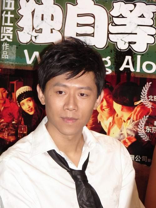 ...片   新浪娱乐讯 火爆本年度大学生电影节的   《独自等待》...
