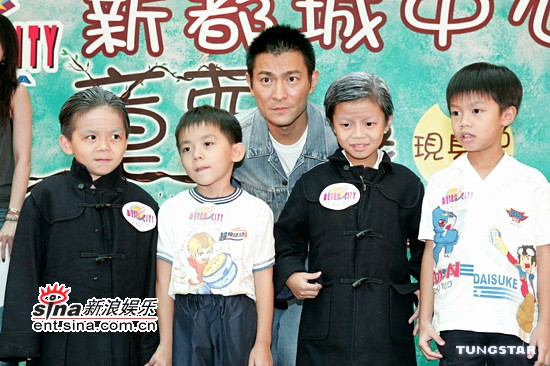 组图:刘德华黄日华为《童梦奇缘》小童星庆生