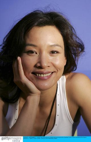 组图:陈冲亮相多伦多电影节宣传《向日葵》