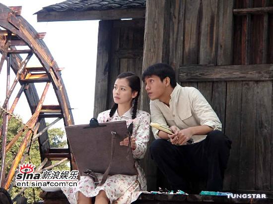 12月22日最美女星:徐若�u拍《云水谣》露香肩