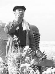 范伟和你约会情人节《芳香之旅》中扮演劳模