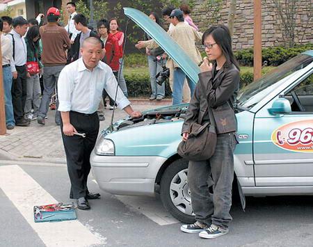 郭德纲客串《第601个电话》当上出租车司机(图)