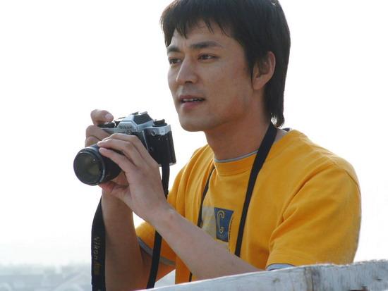 牛青峰终于当上摄影师《爱的是你》中变万人迷