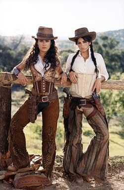 部牛仔电影_《侠盗魅影》明日北京上映 侠盗是俩美女牛仔