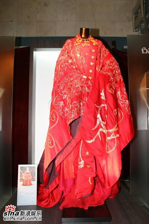 组图:《夜宴》北京服饰道具展引观众高度关注