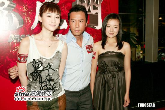《龙虎门》三位主演(图片来源:新浪娱乐)   随着电影   《龙...
