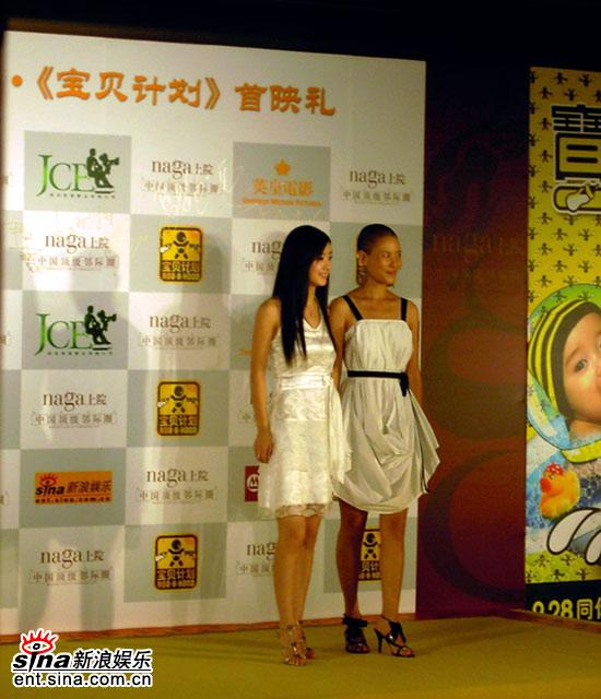 何佳怡出席《宝贝计划》首映光头成全场焦点