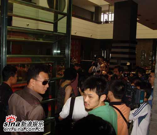 《好奇害死猫》重庆发布会胡军刘嘉玲默契无限