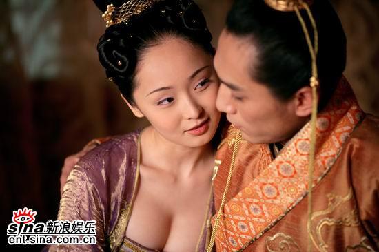 谋男郎秦俊杰与谋女郎李曼18日聊《黄金甲》