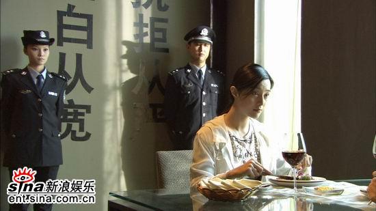 范冰冰拍《爱情呼叫转移》上演女警制服诱惑