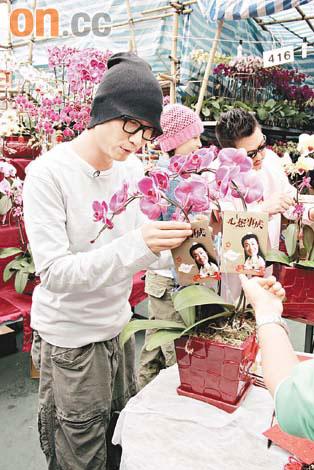 郑中基方力申宣传《心想事成》游市场引来围观