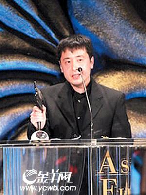 贾樟柯凭借《三峡好人》获得最佳导演奖(图)