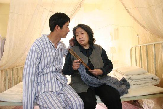 《军人本色》拍摄正酣彭玉精彩演绎英雄母亲