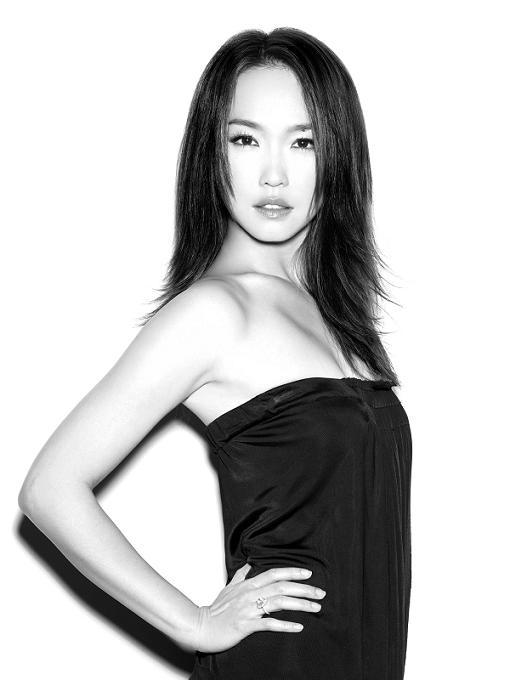 纹身大姐大_范文芳新片饰演一名黑社会老大 裸背纹身有刀疤
