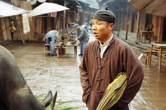 吴军出演《革命到底》玩命演绎被炸飞的风采
