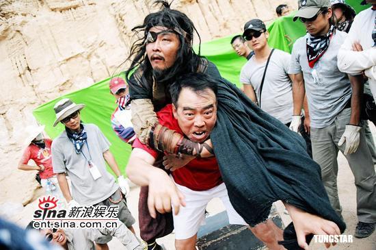 组图:张东健拍电影《无极》扮奴隶尝尽苦头