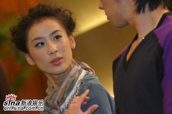 图文:《猛龙》北京首映式-黄圣依始终笑意盈盈