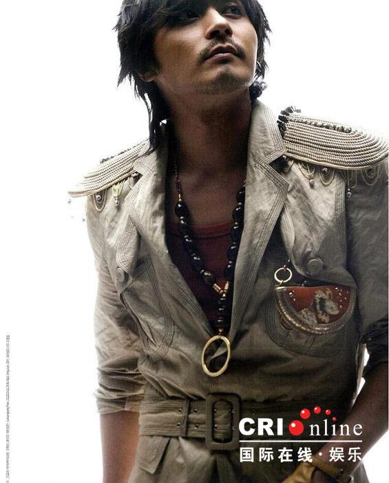 图文:《无极》韩国杂志照--个性挂饰