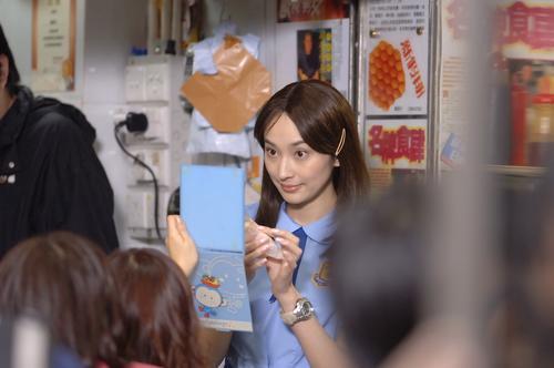 组图:《至尊无赖》热拍吴佩慈扮纯情学生妹