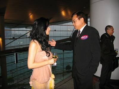 苏岩《长恨歌》入香港市场与吴彦祖拥抱(组图)